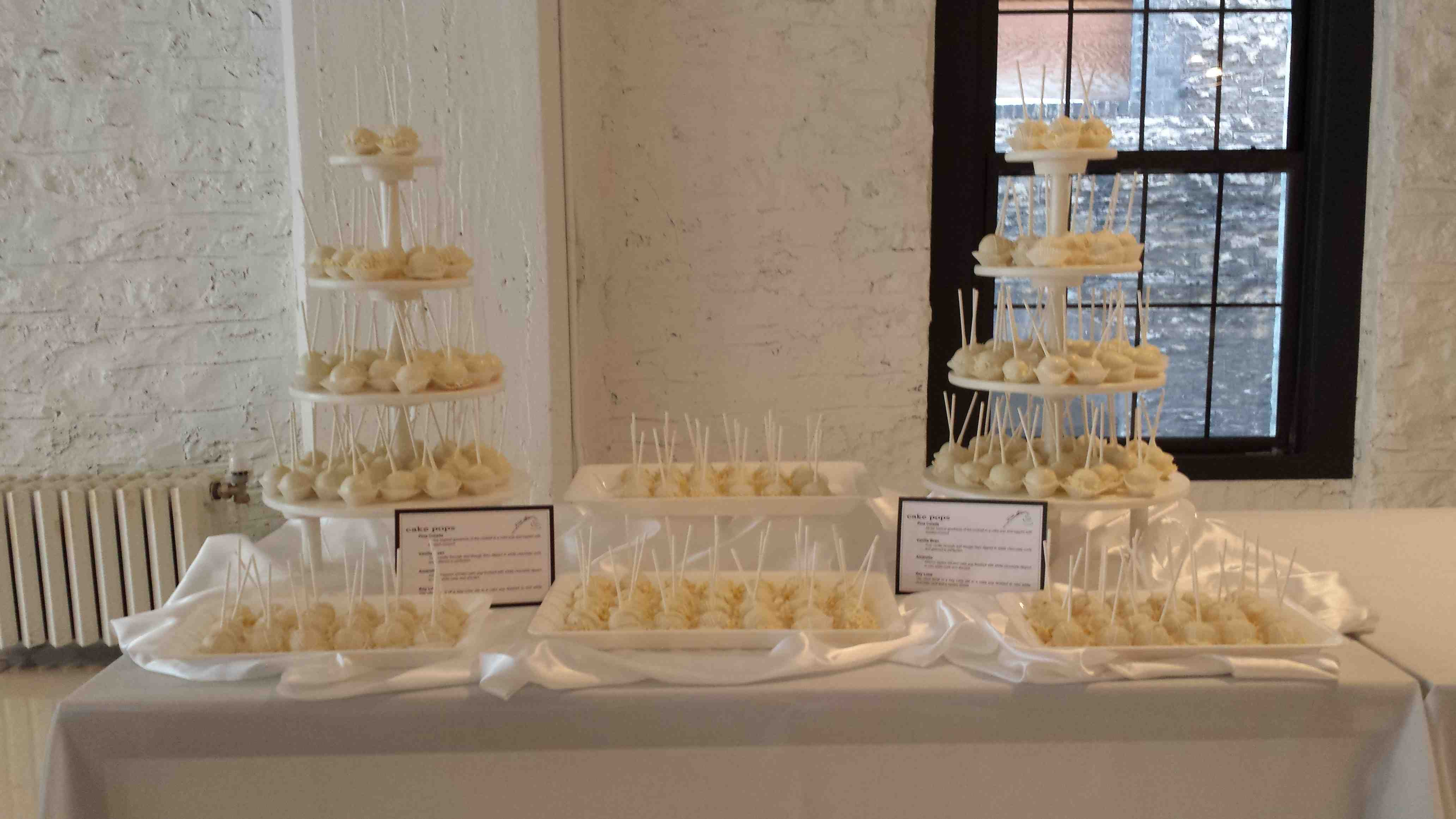 Cake Pops Space 150 All White Party